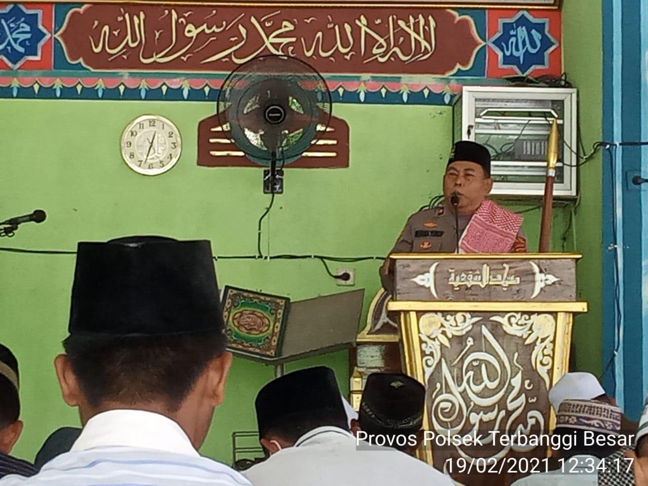 Kapolsek Terbanggi Besar Menjadi Khotib Di Masjid Asy-Syafi'iyah Kampung Karang Endah